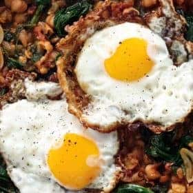 Serving of fried quail eggs with chickpeas